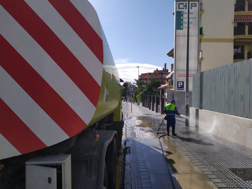 Vehiculo hidrolimpiador